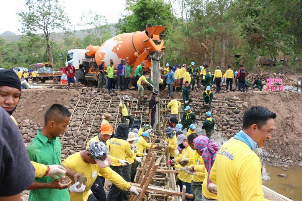 """นักศึกษาสถาบันเทคโนโลยีปทุมวันร่วมโครงการ """"คน . . . เก็บน้ำให้แผ่นดิน"""""""