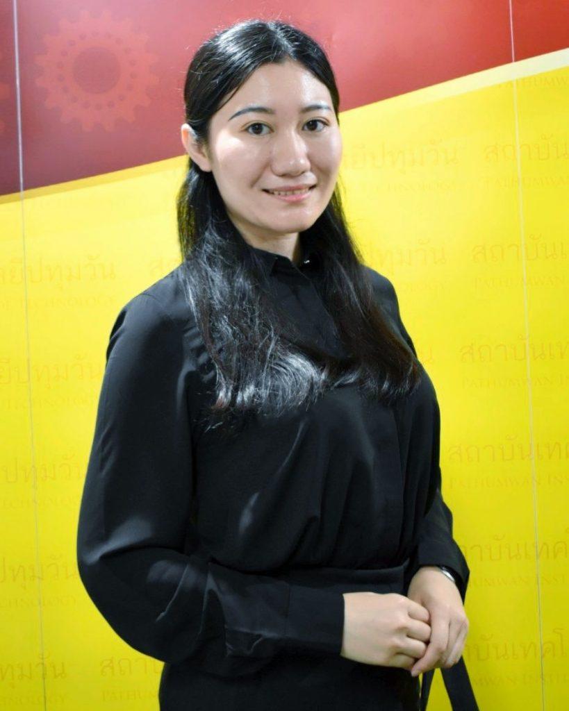 อธิการบดี ต้อนรับครูอาสาสมัครชาวจีน Miss Tian Shiqi