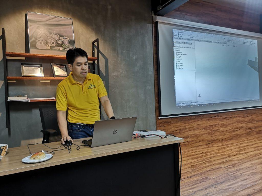 ภาพกิจกรรมอบรมโครงการคอมพิวเตอร์เพื่อการออกแบบสำหรับวิศวกร 4.0