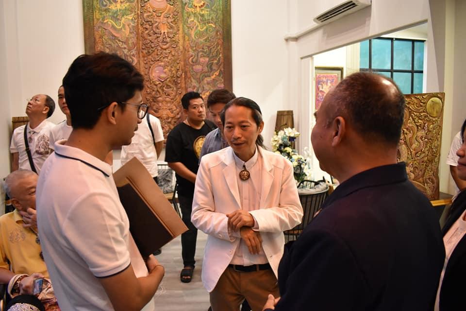 รศ. ดร.เสถียร ธัญญศรีรัตน์ ได้รับเชิญในงานเปิดอาคารแสดงผลงานศิลปะและร้านกาแฟ gallery & cafe และงาน Art Meetting