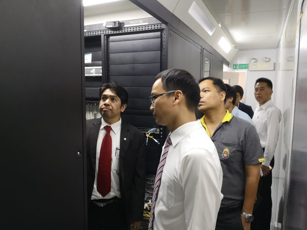 ศูนย์ภาษาและคอมพิวเตอร์ เข้าเยี่ยมชมระบบการดำเนินงานของ Huawei Academy ที่สำนักบริการคอมพิวเตอร์ สถาบันเทคโนโลยีพระจอมเกล้าเจ้าคุณทหารลาดกระบัง