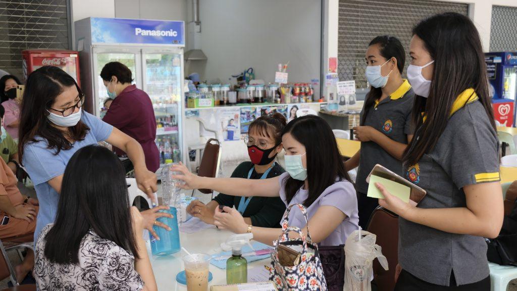 """โครงการ การทำเจลล้างมืออนามัยเพื่อการป้องกันเชื้อโรค """"ประชาคมปทุมวันร่วมใจ ผลิตเจลอนามัยต้านภัย COVID-19"""""""